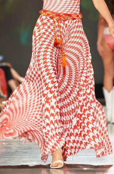 Plissé Skirt in Pied De Poule Print Pin-Up Stars - 1